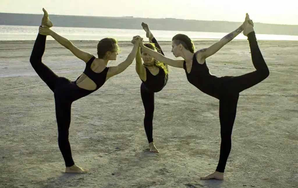 3 Person Lord of Dance pose